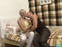 Light-Haired spreads cock-squeezing pink pucker