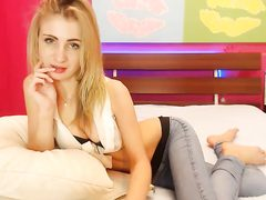 Blonde hot slut shows her wide cunt on webcam